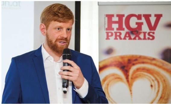 Obmann Felix Hnat präsentiert die Ranking-Ergebnisse beim 9. GV-Symposium, (c) HGV PRAXIS / Axel Schimmel / Heinz Musich