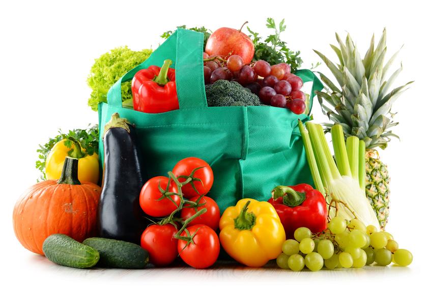 Einkaufstasche mit Obst und Gemüse.
