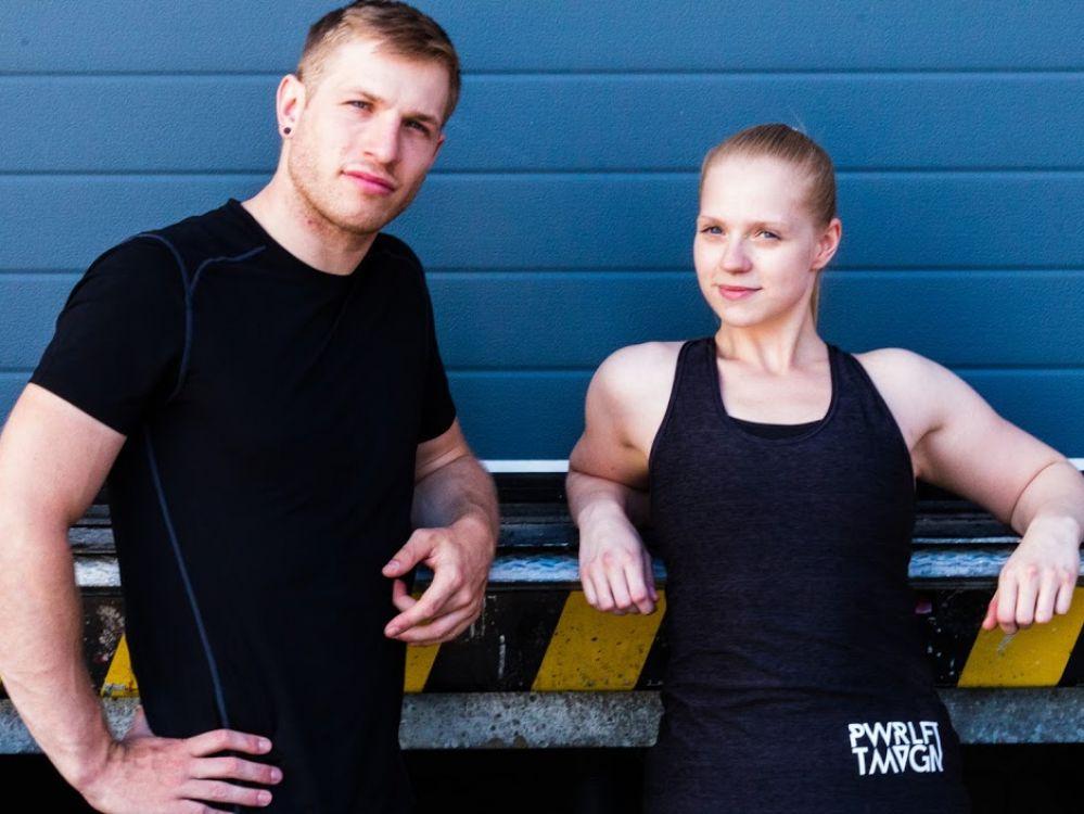 Alex (26), Leiter der Kraftdreikampfsektion des Teams Vegan.at, lebt seit 7 Jahren vegan und betreibt seit 3 Jahren Kraftdreikampf; Annika (26), betreut die sozialen Medien des Teams Vegan.at, lebt seit 4 Jahren vegan und betreibt seit 2 Jahren Kraftdreikampf