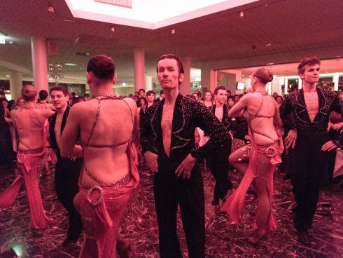 Professionelle Tanzeinlange zu Mitternacht
