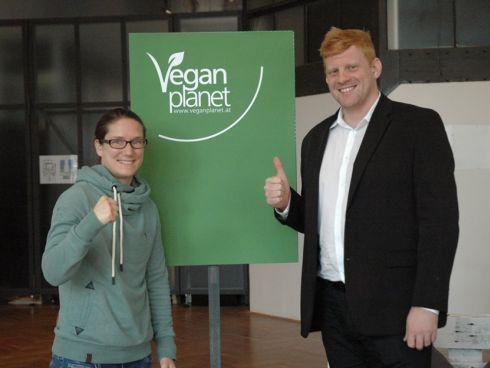 Melanie Fraunschiel mit VGÖ-Obmann Felix Hnat auf der Vegan Planet