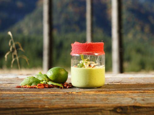 Limetten-Avocadosuppe